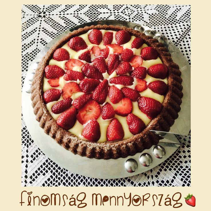 Karobos- vaníliás- epres torta