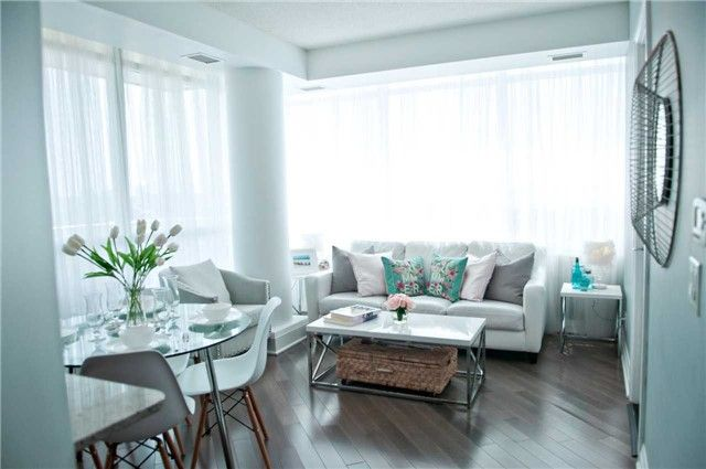 A Mississauga Condo For Sale With Beautiful 2 Bedrooms 2 Spacious Bathrooms Corner Unit With Southwest Ex With Images Home Decor Condos For Sale Furniture