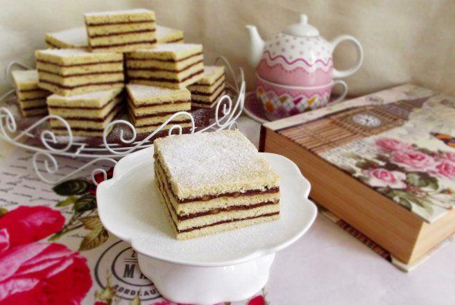 Desert prajitura de post cu crema caramel si unt de arahide