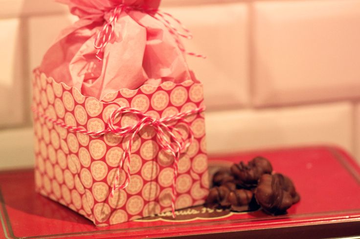 Hemgjorda Trillingnötter i fin presentask -Homemade chocolate in a homemade giftbox from DiySweden