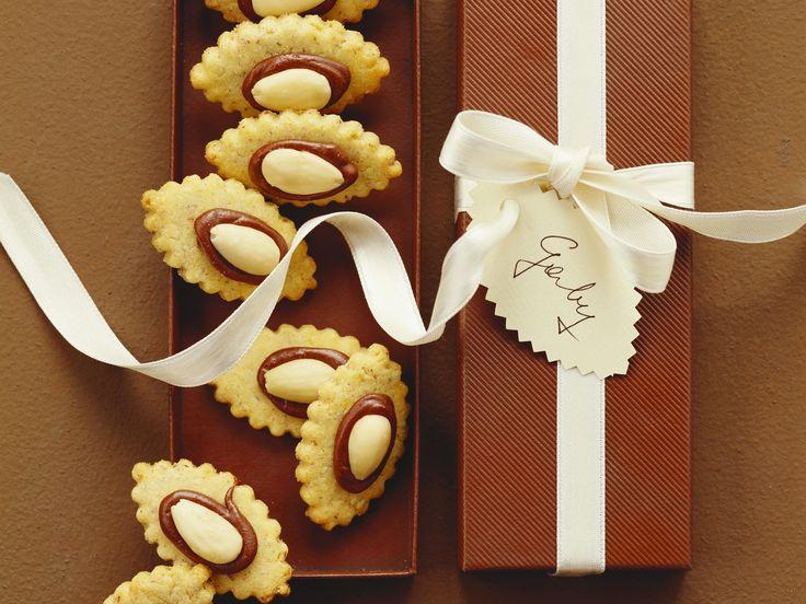 Einfache Mandelplätzchen für die festliche Adventstafel   Zeit: 30 Min.   http://eatsmarter.de/rezepte/mandelplaetzchen-1
