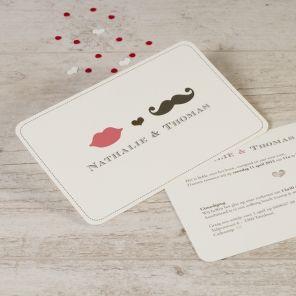 Laat familie en vrienden met een stralende glimlach naar jullie bruiloft komen dankzij deze leuke trouwkaart! Het uitgekapt hartje en de afgeronde hoeken geven een leuk detail aan de kaart.Enkele kaart