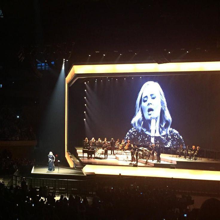 Nuestra inspiración de la semana: ella Adele. Ayer nos emocionó a todos en su concierto en Barcelona  #adele #adele25 #worldtour #love #music #art #lovemassana #fashion #homewear #style #inspiration #adelelive2016 #concert #barcelona #spain #singer #inspirationalpeople #awesome #amazing #excited