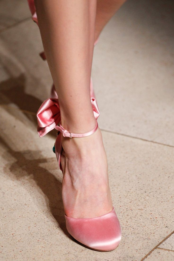 Miu Miu Fall 2016 - Love the shape of these shoes! And the color is a very sweet #pink
