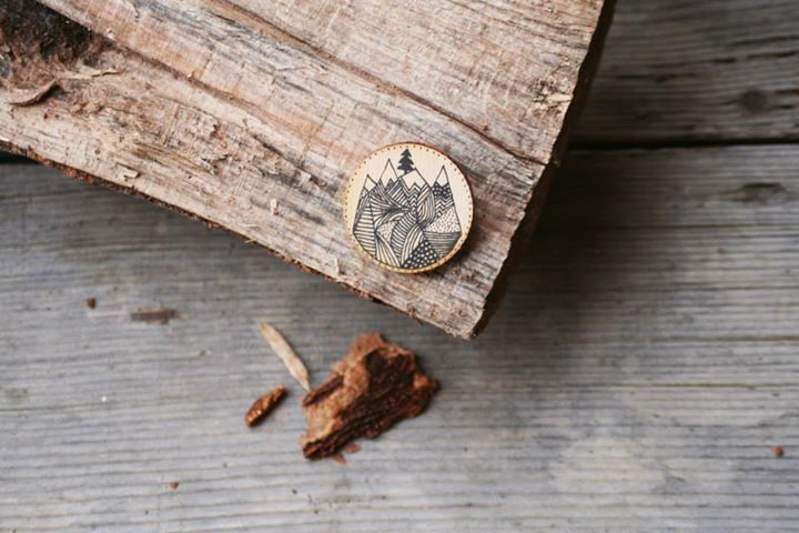 Hand-painted wooden brooch: mountains with pine  Hand painted with acrylic paint, varnished.
