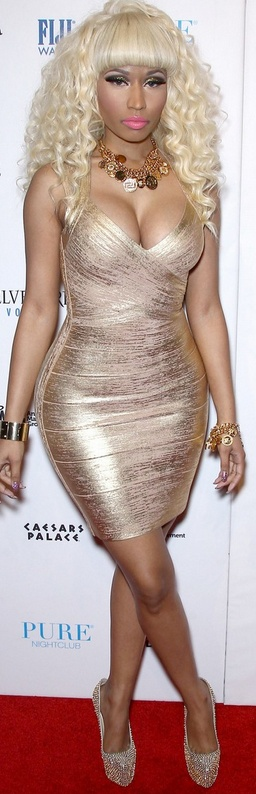 Who made Nicki Minaj's gold bandage dress and crystal platform pumps that she wore in Las Vegas on December 31, 2012?