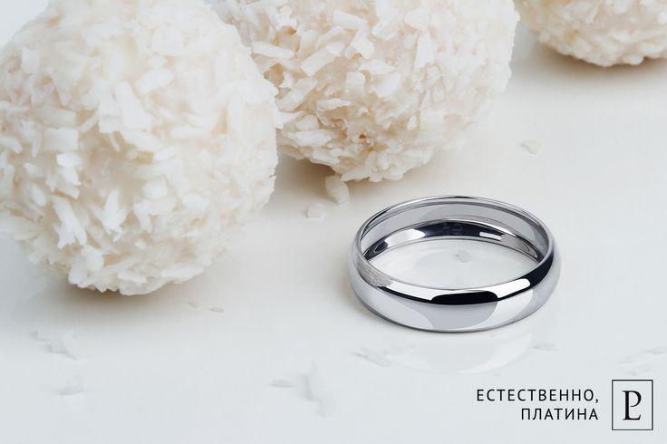 Гладкое обручальное кольцо из платины. Классическая модель в облегченном исполнении. #PlatinumLab #обручальныекольца_PlatinumLab #Platinum #кольцо #обручальноекольцо #кольцоназаказ #свадебныекольца #украшенияназаказ