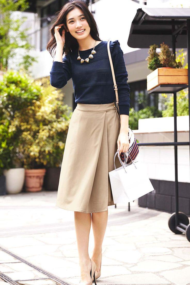 ゆるやかにすそでそよぐイレギュラーヘムが美人度高めのスカーチョ。 IEDIT スカートに見えてパンツ仕様のきれいめイレギュラーヘムスカーチョ〈カーキ〉