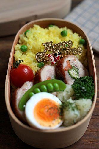 グリンピース入りサフランライス チキンロール(オクラ・にんじん) 粉ふき芋のパルメザンチーズ和え ゆで卵
