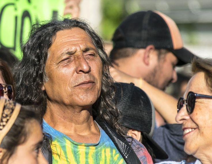 """https://flic.kr/p/TsBrH9   VillaAlemana030   Serie II """"No a la Termoeléctrica Los Rulos"""", Sábado 01/04/2017, Imagen 15/20- Manifestante entre la multitud, Villa Alemana, Valparaíso, Chile. D5300."""