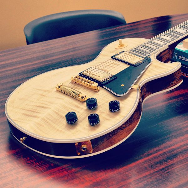 Gibson Les Paul Custom in Natural.