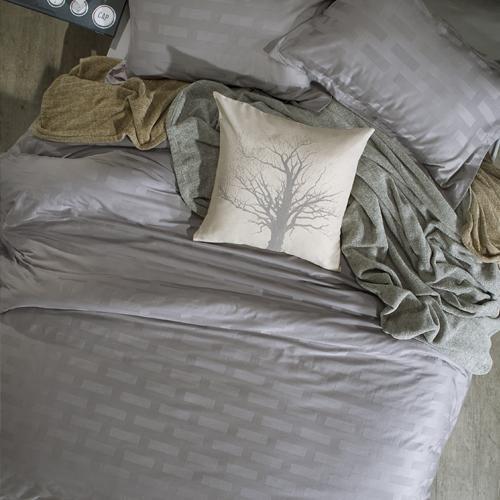 100% Cotton   Jacquard weave   Oxford border   Machine washable   Matching pillowcases