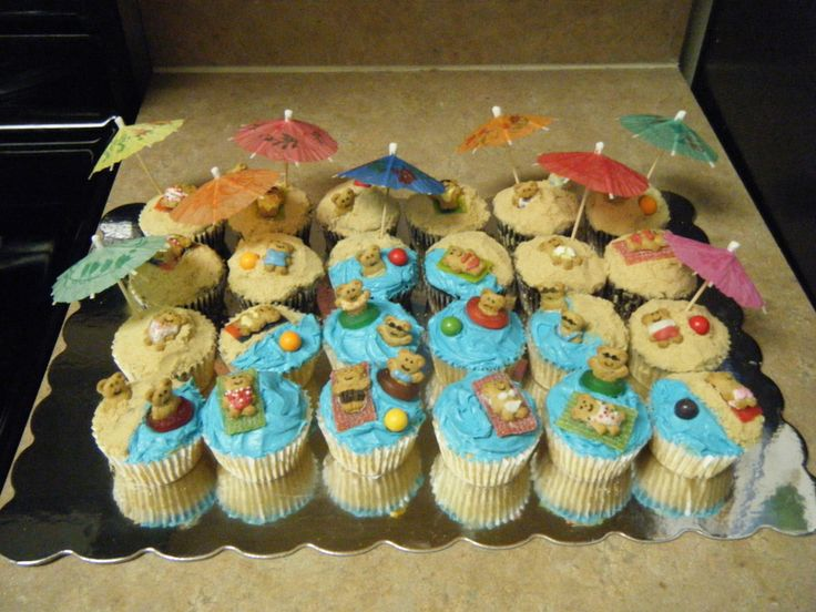 teddy bear beach cupcakes | made these for a friends party. I found something very similar ...