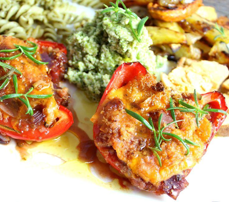 Oppskrift Fylt Paprika Gratinert Veganmat Vegetarmat Middag Ovnsbakt Løksaus Veganost