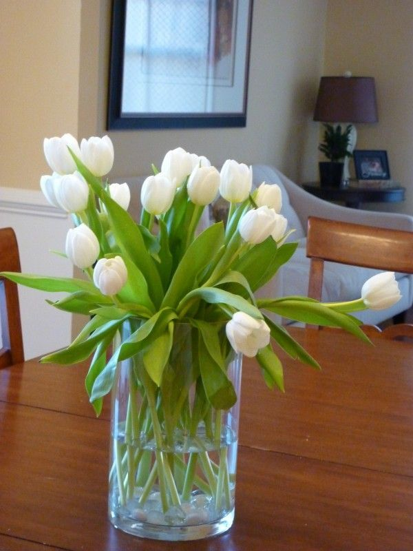 Ever wondered how to stop tulips from drooping? Find the easy tip on this blog, www.whatsurhomestory.com