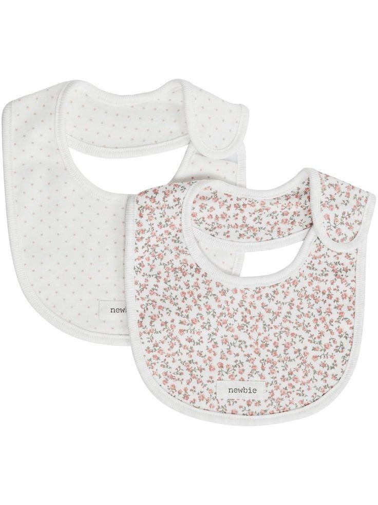 Hos KappAhl hittar du 2-pack mönstrade haklappar/dregglisar i mjuk ekologisk bomull från Newbie babykollektion. Shoppa enkelt online & i butik hos KappAhl!