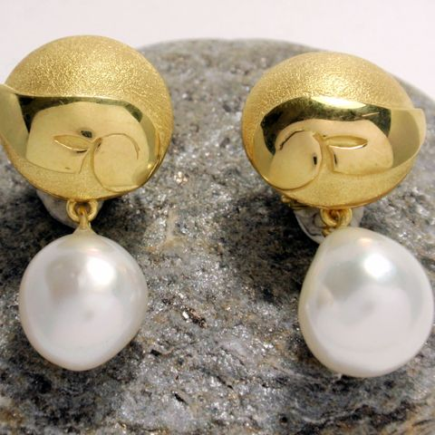 South Sea Pearl and Gold Earrings – Unio Goldsmith