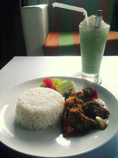 Nasi Sapi Lada Hitam + Milk Shake Green Tea, Sixty Cafe, Naripan, Bandung