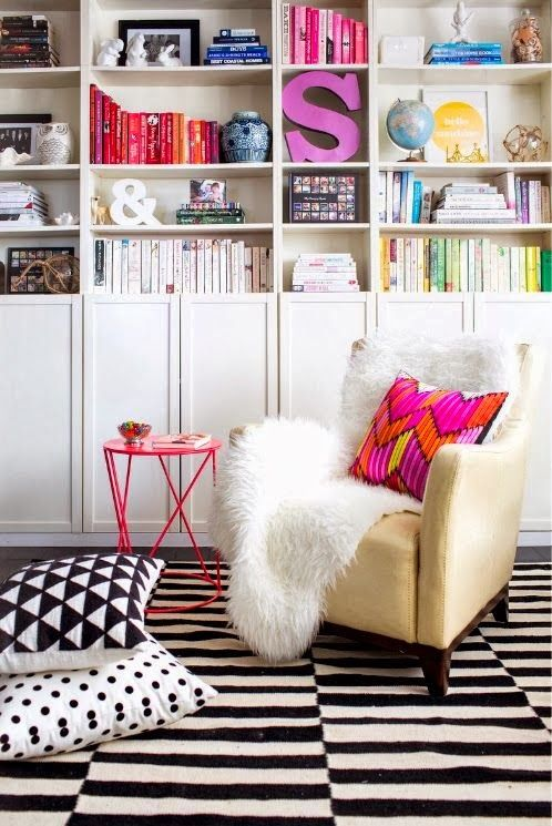 Fun bookshelf styling with pops of color. Via view from my heels