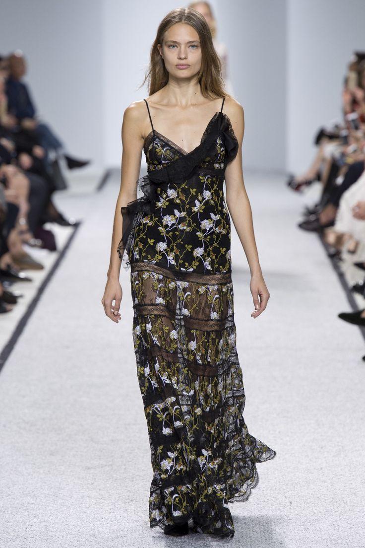 Giambattista Valli Spring 2017 Ready-to-Wear Fashion Show - Anna Mila Guyenz (IMG)