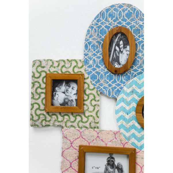 Κορνίζα Happy Familly Vintage Six Υπέροχη πολλαπλή κορνίζα με έξι θέσεις φωτογραφιών, με πλαίσιο από ξύλο έλατου και MDF σε όμορφα χρώματα και τεχνητή παλαίωση.