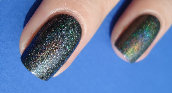 holo is the bestAsphalt Holo, Nails Art, Multi Colors, Club Nails, Colors Club, Dark Multicolored, Nails Polish, Club Revvvolut, Multicolored Glitter
