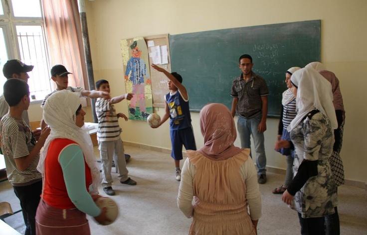 """""""Tornare alla normalità è un diritto di tutti. I bimbi siriani hanno diritto all'emozione del primo giorno di scuola !"""