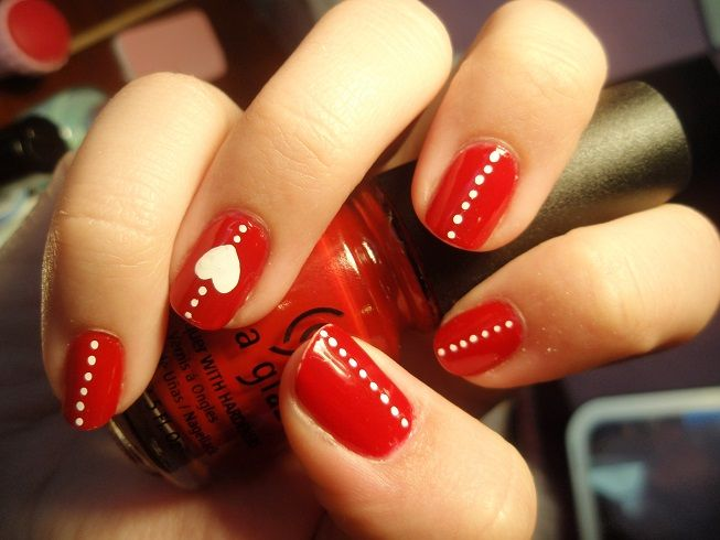 Uñas con rojas con corazones , Red nails with hearts