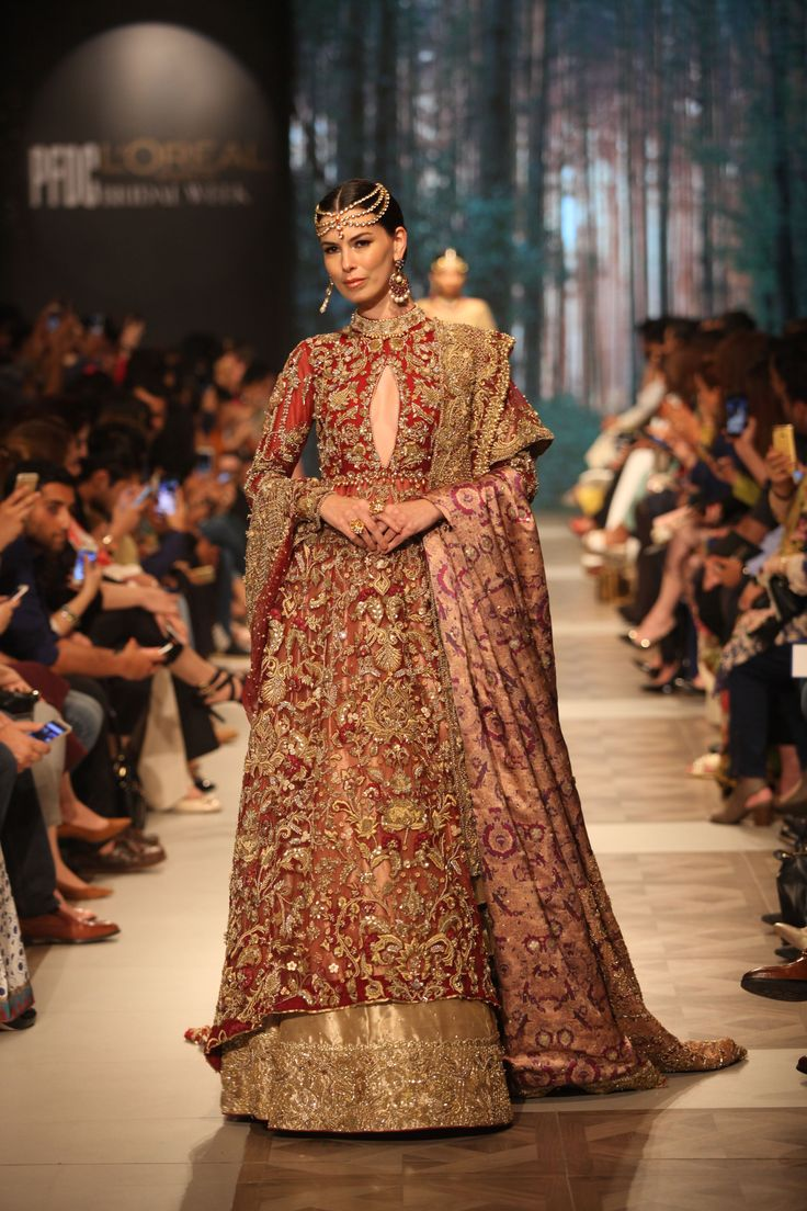 The Most Beautiful Wedding Dresses From Pakistan's Lahore Bridal Week | HuffPost UK