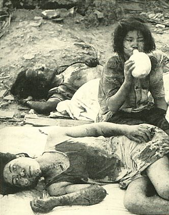 The damage of atomic bomb which Japanese Nagasaki received.   With nothing but scorched earth as far as the eye can see,   ten injured victimes of the bomb escape the blazing sun and   the hot earth by stretching out in the shade of a burned-out truck.