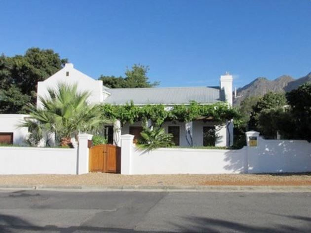 Montarbre Cottage - Nestled within the picturesque beauty of Franschhoek, Montarbre Cottage offers an idyllic getaway to guests.  It is a great option for small groups visiting this historical gem of the Western Cape.This ... #weekendgetaways #franschhoek #southafrica