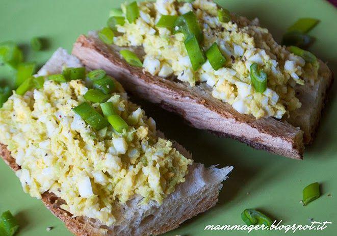 Idea per colazione o merenda: crema da spalmare su pane di avocado e uovo