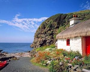 Isle of Man-Irish sea.: Cats, Old House, Beaches, Favorit Place, Dream Homes, The Bays, Travel Destinations, Thatched Cottages, Isles Of Man
