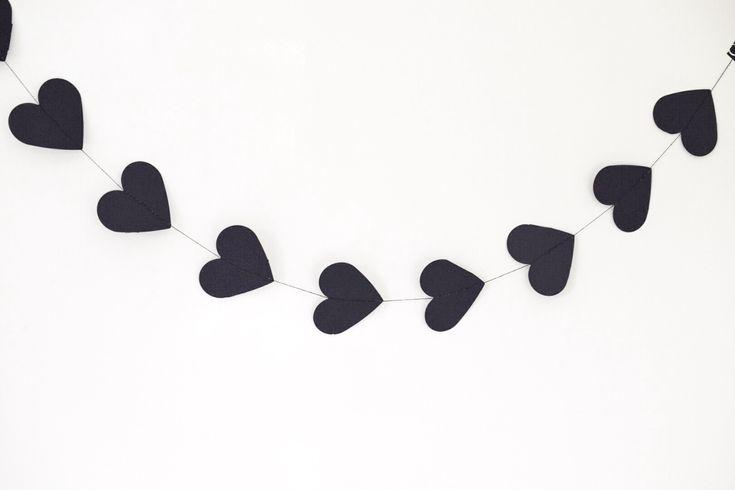 Papieren slinger van 10 harten.