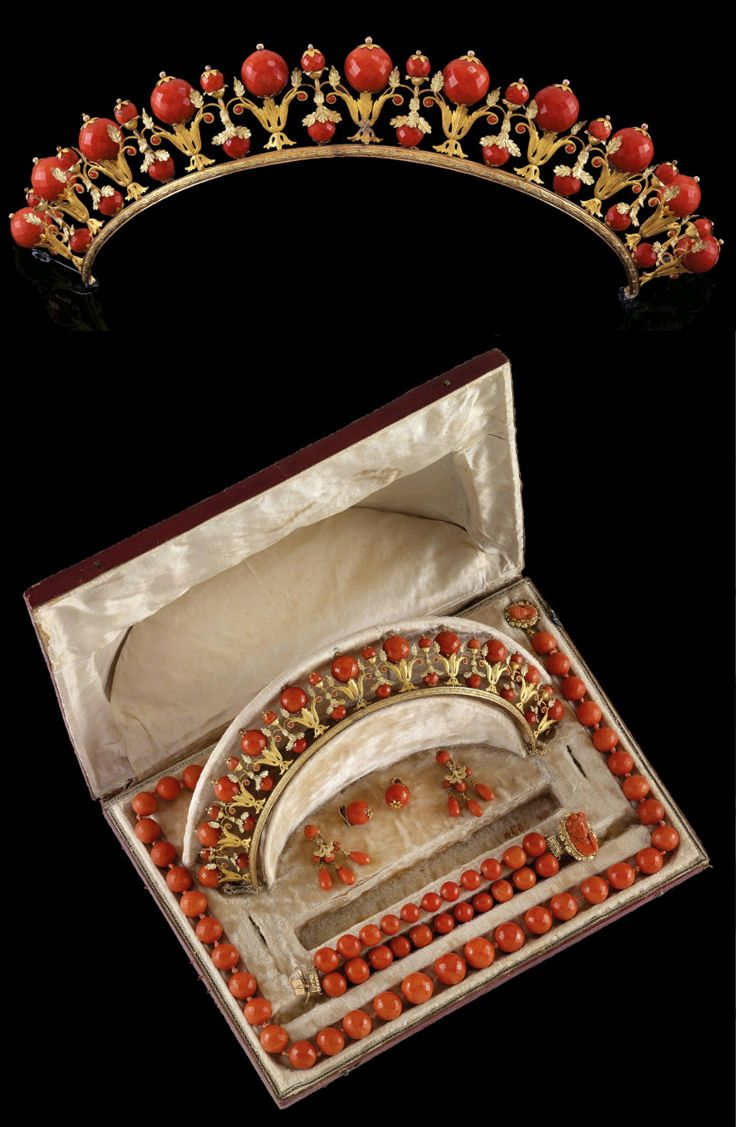 Coral parure, Italy, 1st half of the 19th century, coral, 18k rose gold.