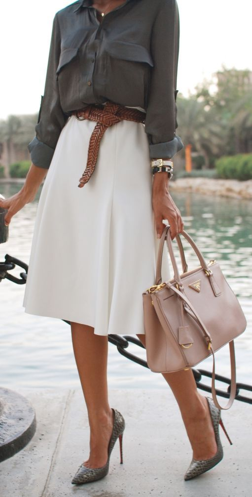 Gray button down shirt and white A line skirt with a blush toned bag. Classic!