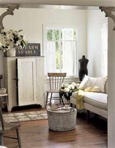 Vintage Decor- like the old gingerbread corners in the corner of the entry