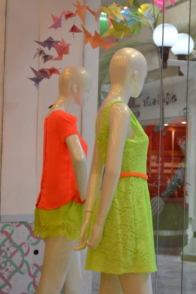 ¡Los colores fosforescentes siguen siendo los protagonistas del verano!