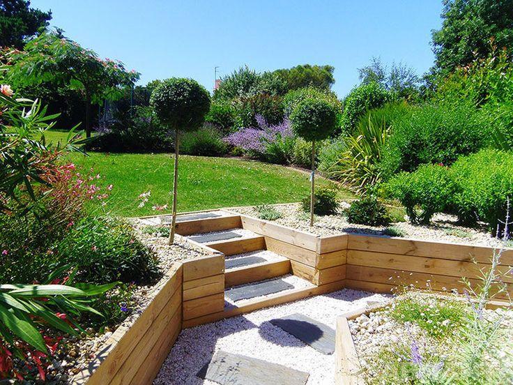 Садовая лестница с деревянным каркасом