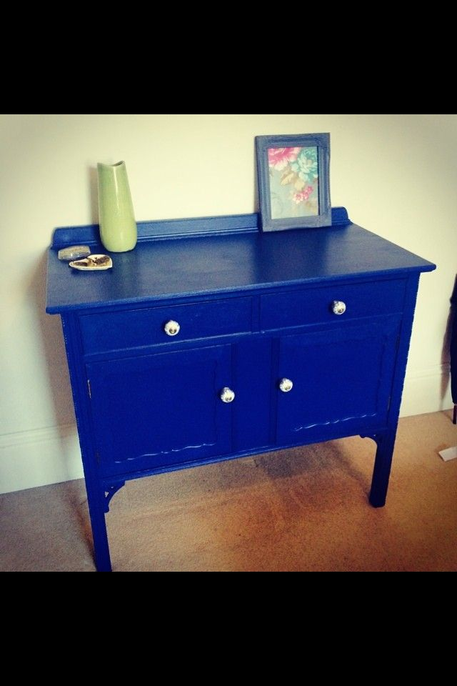 A pretty blue sideboard.... @emlyncreative