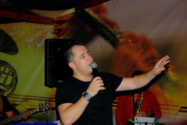 Formatii nunta Bucuresti, ANA FLAVIAN, demonstreaza faptul ca muzica traditionala Romaneasca se imbina perfect cu muzica     moderna alcatuind un intreg exceptional, formand o muzica de nunta perfecta.   http://www.anaflavianentertainment.ro