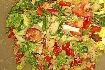 Salat mit Thunfisch und Ananas