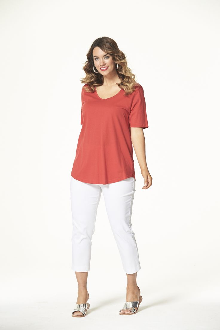 Vee Neck Curved Hem Tee in Red