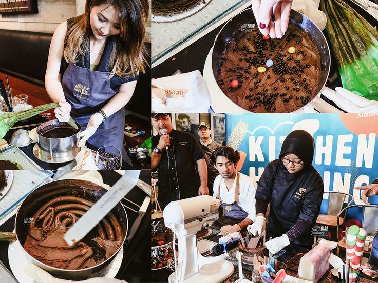 Proses mendekorasi kue cokelat terbaru di Almond Tree Cakes, Chocolate Spike, mulai dari menyusun lapisan kue sponge cokelat yang lembut, melapisinya dengan chocolate ganache, diberi topping crunchy chocolate balls, sampai tahap terakhir. Seru!