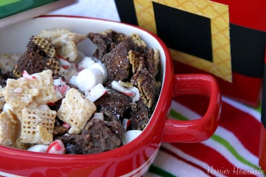 Santa chex mix with chocolate by Hoosier Homemade on iheartnaptime.net -looks delicious!