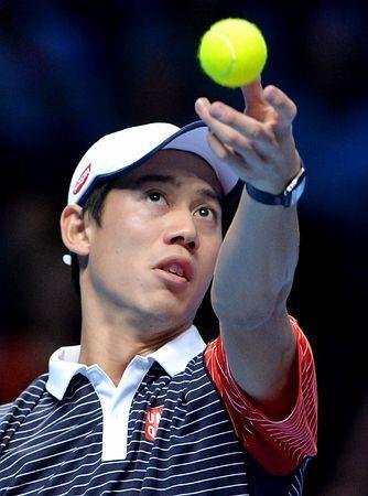 ATPツアー・ファイナルのフェデラー戦でサーブのトスを上げる錦織圭=11日、ロンドン(AFP=時事) ▼12Nov2014時事通信|錦織、速い展開しのげず=フェデラーの術中に-ATPファイナル http://www.jiji.com/jc/zc?k=201411/2014111200092 #ATP_World_Tour_Finals_2014