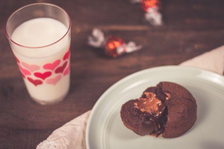 Gâteau coeur fondant Lindor !  Un délice pour votre souper de St-Valentin :)  http://monplana.ca/coeur-fondant-lindor/