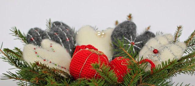 Skapa och Inreda: Stickade tovade hjärtan och virkade julgranskulor