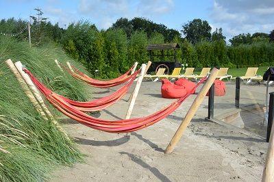Ultiem genieten van een mini vakantie in de zomer in één van de hangmatten bij de Zwaluwhoeve.
