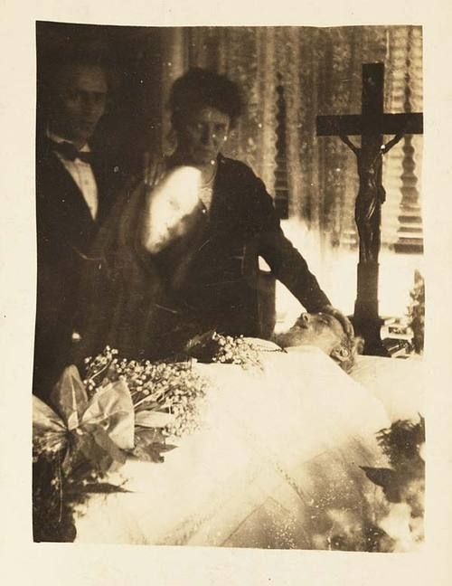 Creepy Late 19th-Early 20th Century Ghost Pictures - Retronaut